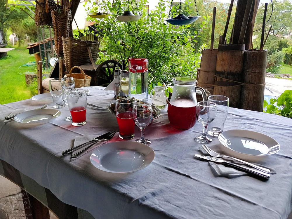Вечеря с прекрасна гледка и чист въздух в комплекс Млечен дом в село Смилян