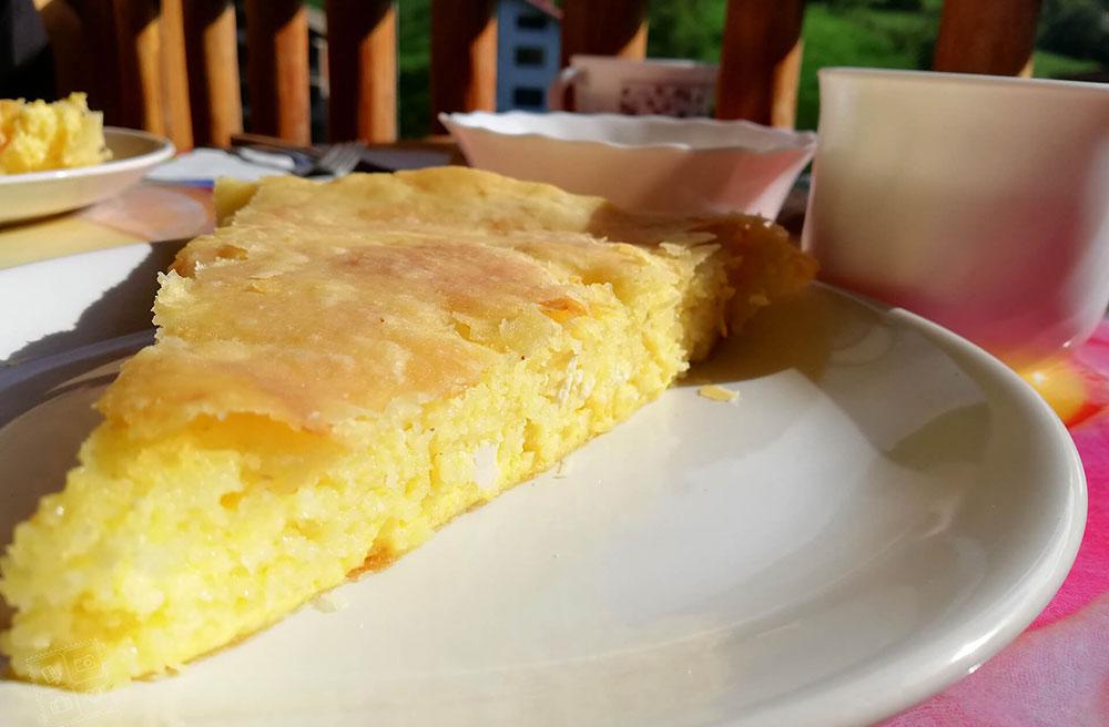 Вкусна родопска баница за закуска в къща за гости Млечен дом, село Смилян