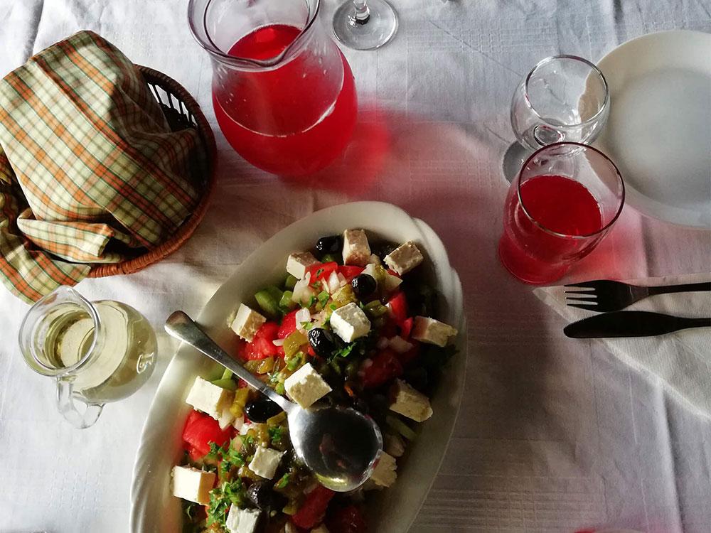 На вкусна вечеря в комплекс Млечен дом в село Смилян