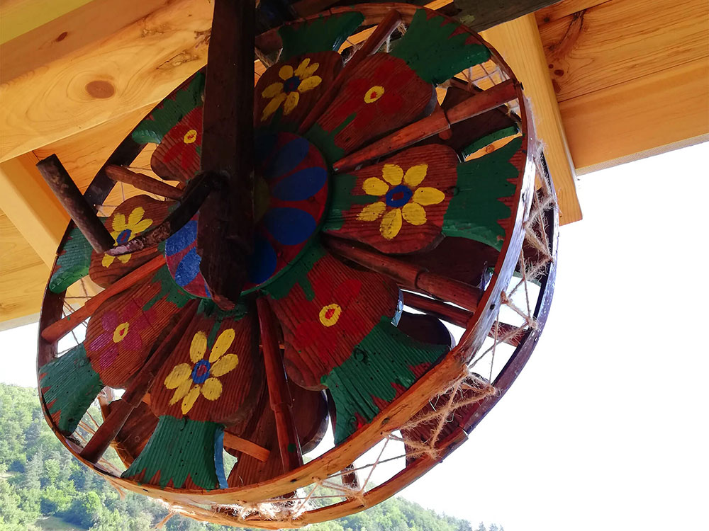 Цветно и красиво-къща за гости Млечен дом, село Смилян