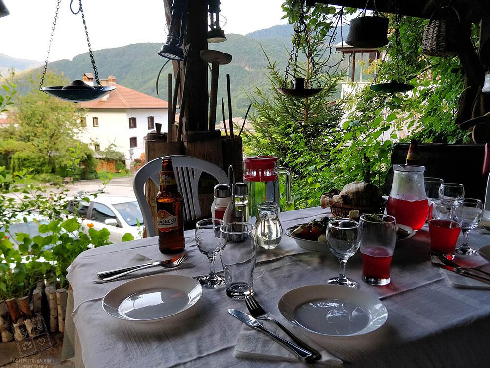 Вечеря сред красотата на кътче Старата мандра в комплекс Млечен дом
