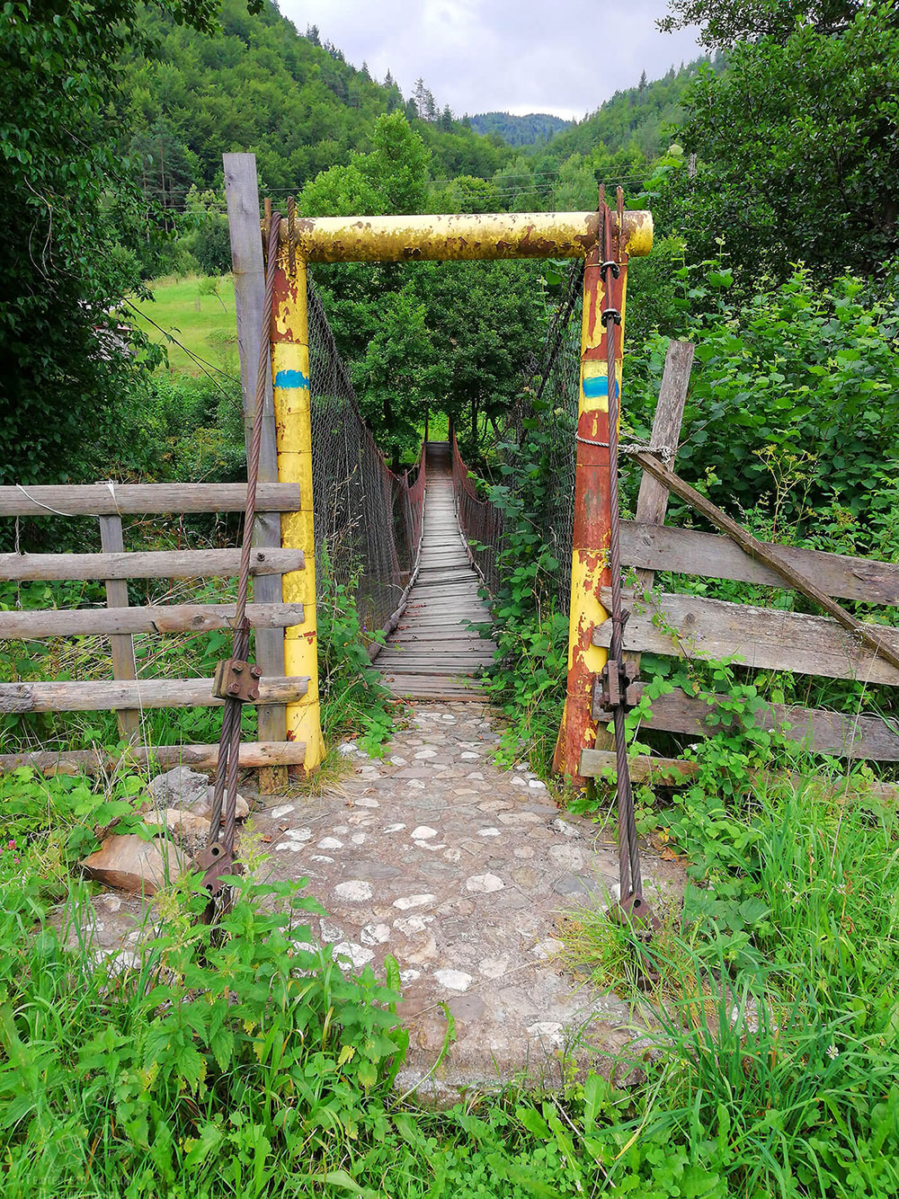 Въженият мост в село Смилян